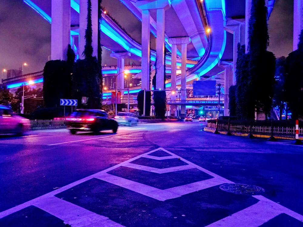 realme C17轻松拍出炫丽明亮的夜景照